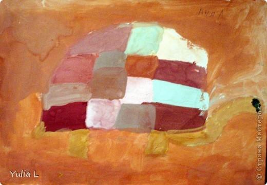 Вот уже полгода, как Анюта посещает художественную школу. Хочу представить всем заглянувшим небольшой фотоотчет.  Все работы А3 формата. Техники две - живопись и графика. Тигренок в траве. Гуашь. фото 4