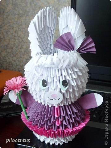 моя первая зайка созданная по МК http://stranamasterov.ru/technic/lady-bunny только юбочку я сделала не из 24 модулей а из 48 - вставляя розовые модули и между модулями и внутрь модулей. фото 3