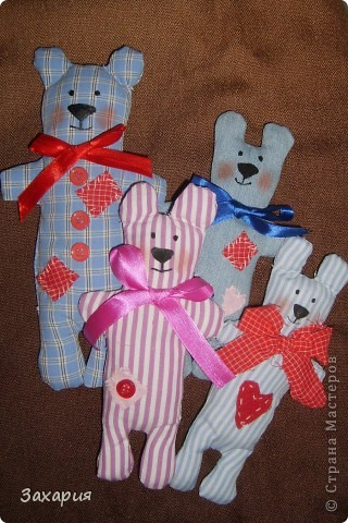 В продолжение улитке и кукле, пошилась у меня такая медвежья компания....