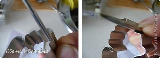 Берем консервную банку (у меня от томатной пасты), открывалкой делаем безопасный край (чтоб не порезаться), вырезаем дно. фото 10