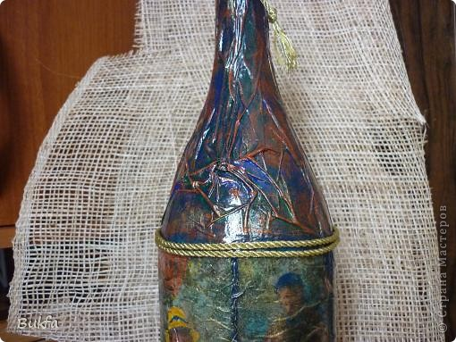 Доброго времени суток, дорогие! Вот хочу показать первую работу с бутылкой. Бутылка большая. Зато салфетка полностью обвернулась. Как делала, не знаю. А получилось вот что. фото 5