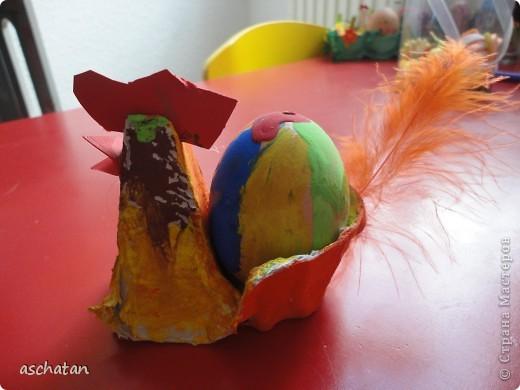 Петушок из яичной упаковки. Такого петушка делали дети в садике. Это полностью Кларино произведение фото 2