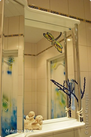 Стрекоза из бисера на зеркале. фото 2
