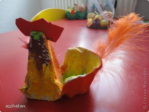 Петушок из яичной упаковки. Такого петушка делали дети в садике. Это полностью Кларино произведение фото 1