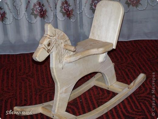 вот такую вот лошадку-качалку дедушка сделал для любимой внучки