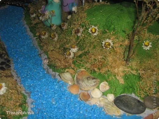 """В детском саду нам дали задание сделать вместе с ребёнком поделку на конкурс """"Зелёная планета глазами детей"""". Мы с сыном Мишей решили сделать такую вот композицию, которую назвали """"Весна на планете Земля"""". Смысл в ней такой- наша планете настолько прекрасна, что к нам даже из других миров прилетают существа, чтоб полюбоваться красотами Земли и прихватить с собой пару букетиков чудесных весенних земных цветов.  Если честно, я незнаю сколько времени этот конкурс будет длиться и когда будут известны результаты:) нам главное - участие! фото 6"""