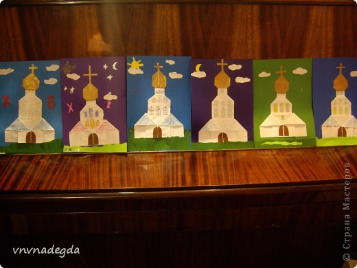 """Вот такие златоглавые соборы получились у моих учениц Воскресной школы. Делали их в подарок родителям на Пасху. Идею взяли из книги Г.В.Ивановой """"Открытки с улыбкой"""". фото 1"""