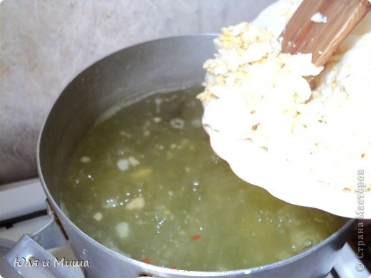 """Котлетки из консервы """"Сардины в масле"""" Вареную картошку, лук пропускаем через мясорубку. Добавляем туда рис, сардины, специи по вкусу, яйцо сырое, зелень (можно без, я брала укроп). Все хорошенько мешаем, формируем котлетки, обмакиваем в муку и жарим на подсолнечном масле. Котлетки выходят очень нежные. Их приятно кушать даже просто положв на кусочек хлеба.  ПРИЯТНОГО АППЕТИТА!  фото 6"""