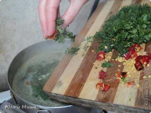 """Котлетки из консервы """"Сардины в масле"""" Вареную картошку, лук пропускаем через мясорубку. Добавляем туда рис, сардины, специи по вкусу, яйцо сырое, зелень (можно без, я брала укроп). Все хорошенько мешаем, формируем котлетки, обмакиваем в муку и жарим на подсолнечном масле. Котлетки выходят очень нежные. Их приятно кушать даже просто положв на кусочек хлеба.  ПРИЯТНОГО АППЕТИТА!  фото 8"""