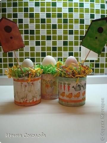 Хочу предложить вот такие псевдо-ведёрки для пасхальных яичек в а-ля деревенском стиле. Делаются они очень легко, поэтому можно и нужно подключить к процессу деток. фото 15