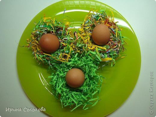 Хочу предложить вот такие псевдо-ведёрки для пасхальных яичек в а-ля деревенском стиле. Делаются они очень легко, поэтому можно и нужно подключить к процессу деток. фото 16