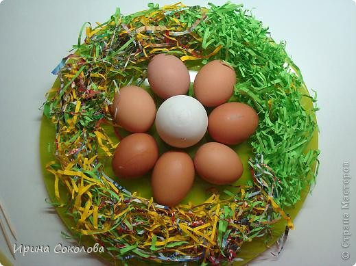 Хочу предложить вот такие псевдо-ведёрки для пасхальных яичек в а-ля деревенском стиле. Делаются они очень легко, поэтому можно и нужно подключить к процессу деток. фото 17