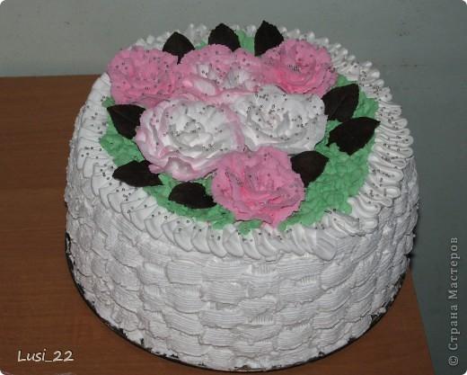 Этот торт внутри медовик. А так как на улице весна, решила оформить в таком духе. фото 1