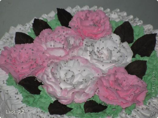 Этот торт внутри медовик. А так как на улице весна, решила оформить в таком духе. фото 2