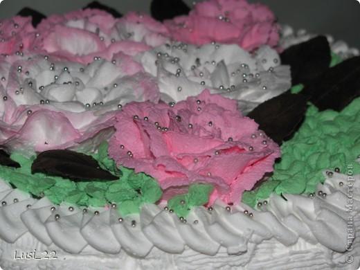 Этот торт внутри медовик. А так как на улице весна, решила оформить в таком духе. фото 3