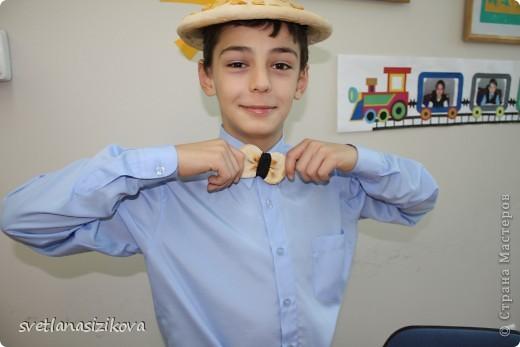 Это Кирилл Сизиков – ученик 10 класса. Он на конкурс пришёл вот в такой каске. Жажда ему не страшна… фото 7
