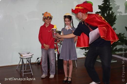 Это Кирилл Сизиков – ученик 10 класса. Он на конкурс пришёл вот в такой каске. Жажда ему не страшна… фото 22