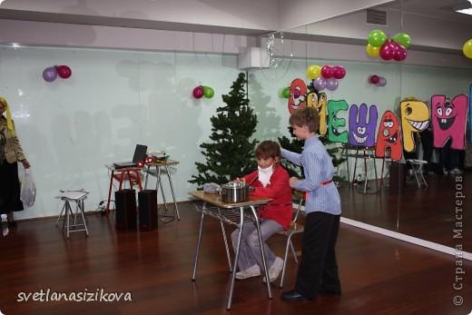 Это Кирилл Сизиков – ученик 10 класса. Он на конкурс пришёл вот в такой каске. Жажда ему не страшна… фото 16