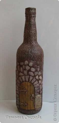 Бутылка декорирована с помощью массы для моделирования DAS и папье-маше фото 1