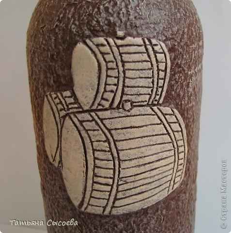 Бутылка декорирована с помощью массы для моделирования DAS и папье-маше фото 4