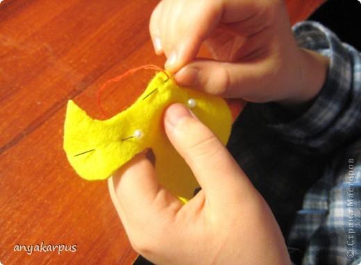 Подруга попросила подкинуть идею с поделкой в школу (девочке 8 лет). Я вспомнила о своих планах пошить тильд к пасхе и предложила ей адаптировать процесс шитья к детскому творчеству. Вот что у нас получилось: Это шила моя дочь Катя (9 лет) фото 6