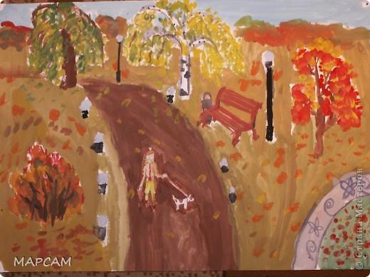"""Снова, здравствуйте. Сегодня решила выложить рисунки моей дочки Анечки (9 лет) в своем блоге. До этого не доходили руки сфотографировать. Здесь не все работы моего ребенка, некоторые мы подарили крестным, некоторые работы на выставке.  Итак, первая работа """"Рыбки"""" (техника рисования акварелью по восковым мелкам). фото 7"""