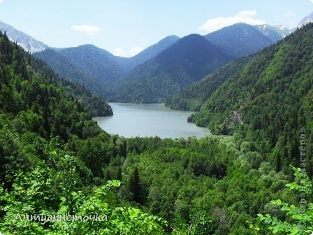 """Абхазия - страна души (""""Апсны""""). Эта страна с прекрасным климатом и пейзажем, интересными достопримечательностями. Абхазия поражает своей буйной и разнообразной растительностью. 2-3 ее территории занимают горы. фото 59"""