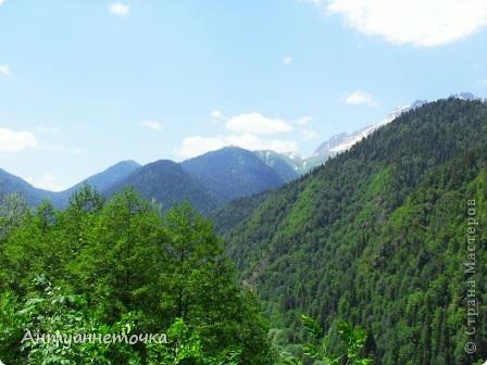 """Абхазия - страна души (""""Апсны""""). Эта страна с прекрасным климатом и пейзажем, интересными достопримечательностями. Абхазия поражает своей буйной и разнообразной растительностью. 2-3 ее территории занимают горы. фото 62"""