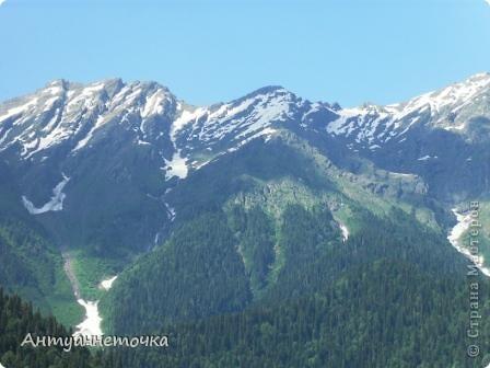 """Абхазия - страна души (""""Апсны""""). Эта страна с прекрасным климатом и пейзажем, интересными достопримечательностями. Абхазия поражает своей буйной и разнообразной растительностью. 2-3 ее территории занимают горы. фото 61"""