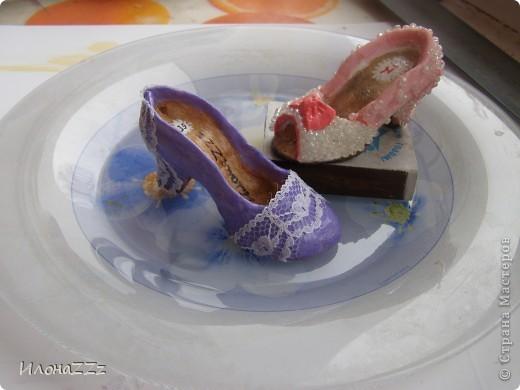 Сделать такие туфельки несложно. Длина около 6 см фото 1