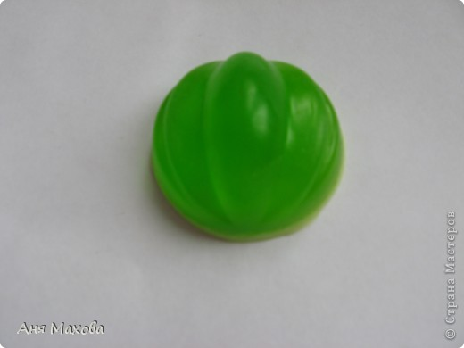 Моё первое мылко из мыльной основы. С начала мы пробовали делать из детского , но получалась ерунда какая-то. фото 13