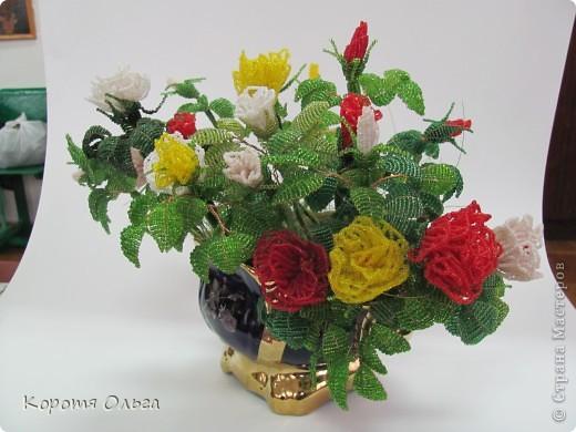 Этот букет роз я два года назад подарила на день рождения Петровночке, но она его хранит в выставочном зале. Говорит, что бы все любовались. фото 2