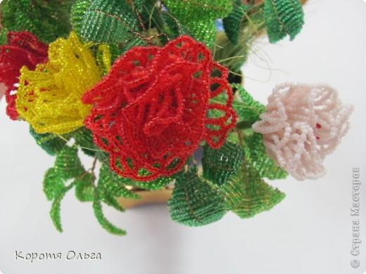 Этот букет роз я два года назад подарила на день рождения Петровночке, но она его хранит в выставочном зале. Говорит, что бы все любовались. фото 5