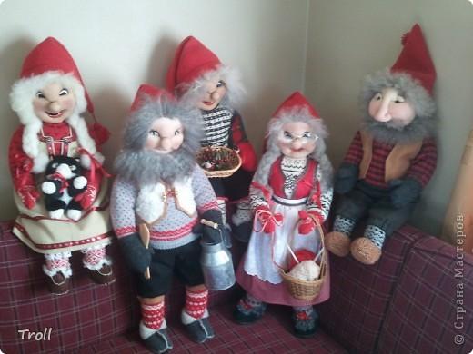 Дружная семеика норвежских рождественнских персонажей(Julenisser) фото 1