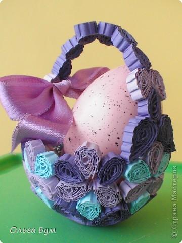 Корзинка получилась из недоделанного яйца. Не захотелось завершать яйцо, в виде корзины мне показалось интереснее, тем более, что ажурных корзин я никогда не делала. фото 1
