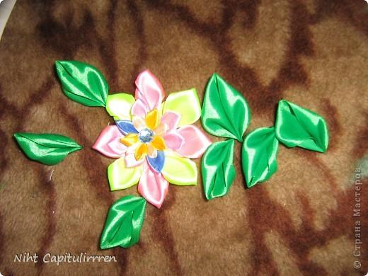 Скоро Пасха, мы каждый год украшаем вербные веточки самодельными цветочками (у бабушки в деревне), раньше я делала их из конфетных фантиков))) В этом году решила сделать Канзаши фото 10