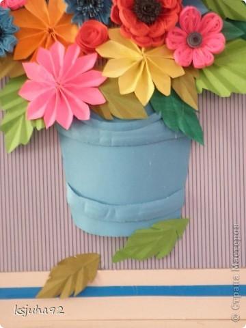 Дуже хочеться вже теплої весни і тому під хороший настрій вийшла така  картина з букету квітів. Ще перша спроба у паперопластиці - відро, в якому, нібито, стоять квіти зроблено по типу 3D.  фото 3