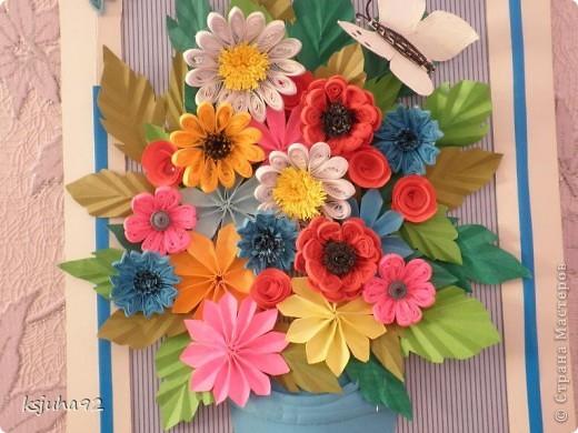 Дуже хочеться вже теплої весни і тому під хороший настрій вийшла така  картина з букету квітів. Ще перша спроба у паперопластиці - відро, в якому, нібито, стоять квіти зроблено по типу 3D.  фото 4