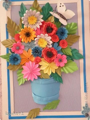 Дуже хочеться вже теплої весни і тому під хороший настрій вийшла така  картина з букету квітів. Ще перша спроба у паперопластиці - відро, в якому, нібито, стоять квіти зроблено по типу 3D.  фото 5