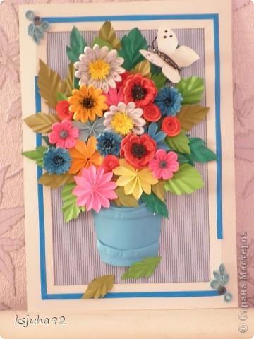Дуже хочеться вже теплої весни і тому під хороший настрій вийшла така  картина з букету квітів. Ще перша спроба у паперопластиці - відро, в якому, нібито, стоять квіти зроблено по типу 3D.  фото 1