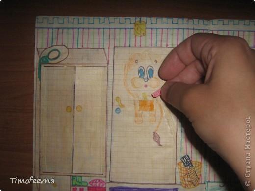 Приветствую всех гостей!! Хочу вам показать домик для бумажной куклы, который я делала, когда мне было 12 лет. Приятно, что он сохранился, потом подарю его своей доче :) Почему то фото получились тёмные :( То ли дело в бумаге, то ли это фотоаппарату скоро кирдык. Домик сделан из простой тетради в клеточку. На двери номер - 12. Это в честь моего возраста, видимо :) В почтовом ящике прорезь для газет и писем. фото 4