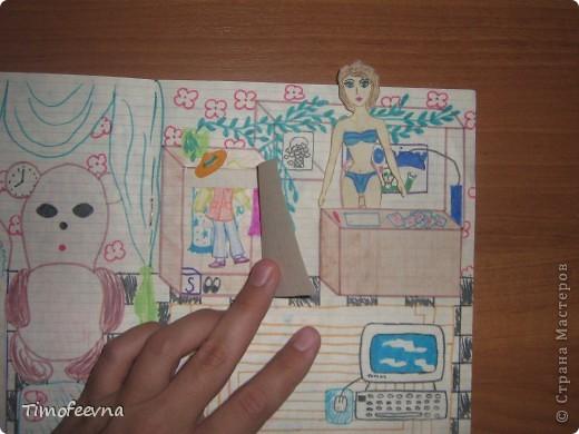 Приветствую всех гостей!! Хочу вам показать домик для бумажной куклы, который я делала, когда мне было 12 лет. Приятно, что он сохранился, потом подарю его своей доче :) Почему то фото получились тёмные :( То ли дело в бумаге, то ли это фотоаппарату скоро кирдык. Домик сделан из простой тетради в клеточку. На двери номер - 12. Это в честь моего возраста, видимо :) В почтовом ящике прорезь для газет и писем. фото 13
