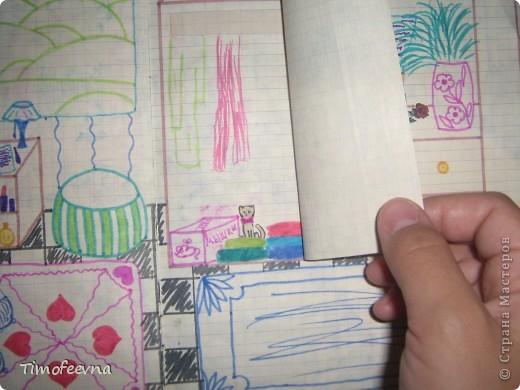 Приветствую всех гостей!! Хочу вам показать домик для бумажной куклы, который я делала, когда мне было 12 лет. Приятно, что он сохранился, потом подарю его своей доче :) Почему то фото получились тёмные :( То ли дело в бумаге, то ли это фотоаппарату скоро кирдык. Домик сделан из простой тетради в клеточку. На двери номер - 12. Это в честь моего возраста, видимо :) В почтовом ящике прорезь для газет и писем. фото 15