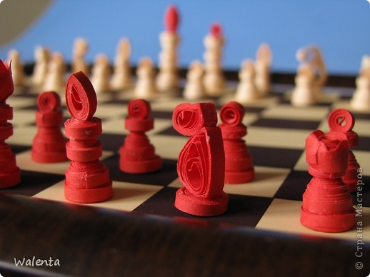 Приглашаю на партию Мои шахматы в технике квиллинг. фото 3