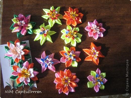 Скоро Пасха, мы каждый год украшаем вербные веточки самодельными цветочками (у бабушки в деревне), раньше я делала их из конфетных фантиков))) В этом году решила сделать Канзаши фото 1