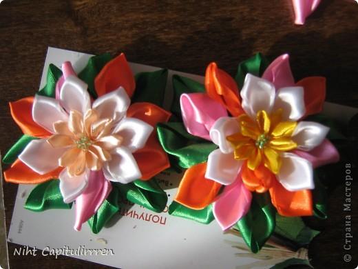 Скоро Пасха, мы каждый год украшаем вербные веточки самодельными цветочками (у бабушки в деревне), раньше я делала их из конфетных фантиков))) В этом году решила сделать Канзаши фото 11