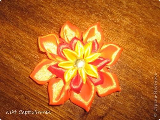 Скоро Пасха, мы каждый год украшаем вербные веточки самодельными цветочками (у бабушки в деревне), раньше я делала их из конфетных фантиков))) В этом году решила сделать Канзаши фото 13