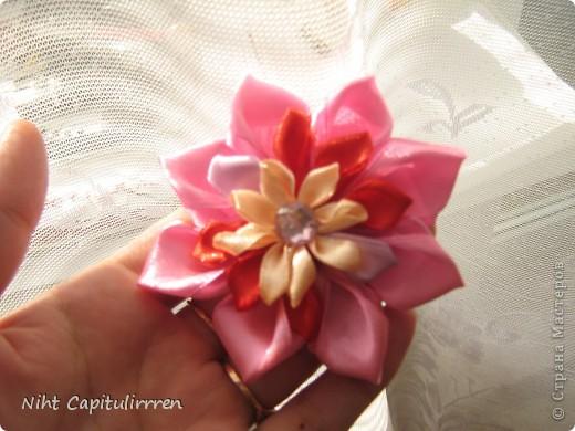 Скоро Пасха, мы каждый год украшаем вербные веточки самодельными цветочками (у бабушки в деревне), раньше я делала их из конфетных фантиков))) В этом году решила сделать Канзаши фото 14