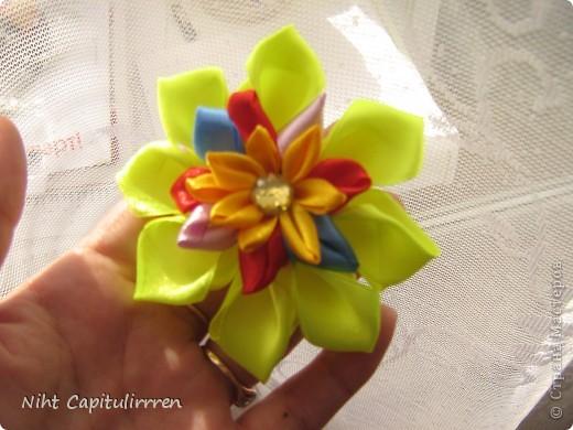 Скоро Пасха, мы каждый год украшаем вербные веточки самодельными цветочками (у бабушки в деревне), раньше я делала их из конфетных фантиков))) В этом году решила сделать Канзаши фото 16