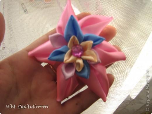 Скоро Пасха, мы каждый год украшаем вербные веточки самодельными цветочками (у бабушки в деревне), раньше я делала их из конфетных фантиков))) В этом году решила сделать Канзаши фото 15